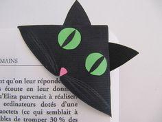 Ce joli marque page en forme de tête de chat noir aux yeux verts se glissera facilement au coin des pages de votre livre. Ses petites oreilles qui dépassent vous permettront de l - 7576771