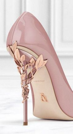 Shoes: pink gold high heel pumps high heels d & # orsay pumps heels mauve Pretty Shoes, Beautiful Shoes, Cute Shoes, Me Too Shoes, Gorgeous Heels, Hello Gorgeous, Absolutely Gorgeous, Simply Beautiful, Beautiful Images