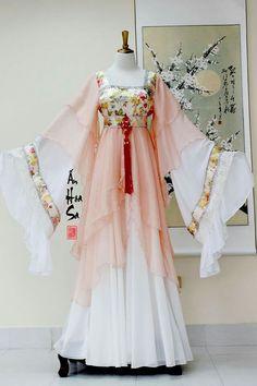 Lady in waiting rich Mode Kimono, Fairytale Dress, Fantasy Dress, Chinese Clothing, Japanese Outfits, Kimono Dress, Hanfu, Mode Outfits, Kimono Fashion