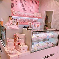 Bakery Decor, Bakery Interior, Coffee Shop Interior Design, Coffee Shop Design, Cake Shop Design, Bakery Design, Cafe Design, Store Design, Deco Restaurant