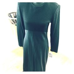 Awesome vintage knit dress This dress is extremely comfortable and stretchy and very flattering. Bust 38–41 inches, waist 30 inches, length 52 inches, hip up to 46 inches. Vintage Dresses Maxi