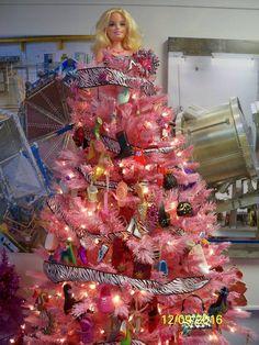 Barbie shoe Christmas Tree Christmas Barbie, Christmas Tree, Ornament Wreath, Ornaments, Barbie Shoes, Crafting, Corner, Wreaths, Holiday Decor