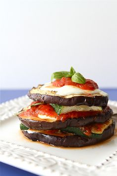 NUTRITION INFORMATION PER SERVING Serving Size Serves 8 Calories 55 Protein  3g. Carbohydrates 9g. Total Fat 3g. Cholesterol 2mg. Potassium 190mg.  Sodium 210mg. Phosphorus 75mg. Sugar 0g. INGREDIENTS Eggplant (Peeled and  cut into 1-inch cubes) 1med. Zucchini (Cut into 1-inch pieces) 1med. Onion  (Cut into thin wedges) 1med. Purchased Light Spaghetti Sauce 1 1/2c.  Shredded Parmesan Cheese 1/3c. PREPARATION 1. In a 3-1/2- or 4-quart slow  cooker, combine eggplant, zucchini, onion, spaghetti…