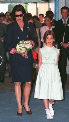 Mai 1995 * via Reni Grace Kelly, Caroline Von Monaco, Prince Of Monaco, Real Life Princesses, Princesa Carolina, Monaco Royal Family, Royal Queen, Princess Stephanie, Pink Princess