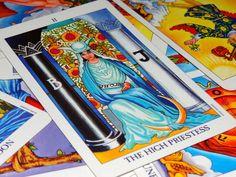 """EL ARCANOS MAYORES """"2"""" (LA SACERDOTISA) - CAMINOS DE CONOCIMIENTO (TAROT)   EL CAMINO INICIATICO DEL TAROT CONTINUA CON EL ARCANO DE """"LA SACERDOTISA"""" ACA VAS A CONOCER EL SIGNIFICADO DE ESTA CARTA.  En este naipe aparece la figura de una mujer con un tocado de Papa, en el Tarot de Marsella """"La Papisa"""" es una referencia a la leyenda medieval de la Papisa Juana y al deseo a que la mujer ejerciera cargos eclesiásticos, algo que sí ocurría en la civilización occitana y la filosofía de los cataro Virgo, Tarot Gratis, Youtube, Medieval, Barcelona, Amor, Playing Card, Tarot Cards, Cartomancy"""