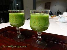 Easy Vegan - Kiwi Kale smoothie #superfood #nutrientrich #vegansmoothie #fridaynightdrink #earlymorningstarter #supersmoothie #easyvegan