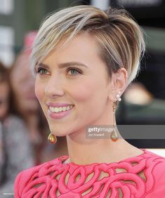 Actress Scarlett Johansson arrives at the 2015 MTV Movie Awards at. Actress Scarlett Johansson arrives at the 2015 MTV Movie Awards at Nokia Theatre L. Live on April 2015 in Los Angeles, California. 2015 Hairstyles, Pixie Hairstyles, Pixie Haircut, Pretty Hairstyles, Ling Bob, Short Hair Cuts, Short Hair Styles, Scarlett Johansson Hairstyle, Pelo Pixie