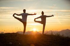 Entdecken Sie unsere Yoga-Retreats, welche immer wieder im ganzen Jahr angeboten werden. Qi Gong, Post Hotel, Yoga Retreat, Trainer, Tai Chi, Poster, Couple Photos, Concert, Couples
