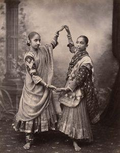 Edward Taurines, Nautch Girls, ca. 1890, Albumen Print © Staatliche Museen zu Berlin, Ethnological Museum