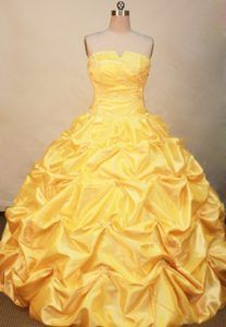 Buy discount 2013 yellow beading quinceanera dress for military ball from real product photo show collection, strapless neckline ball gowns in yellow color,cheap floor length dress with zipper back and for sweet 16 quinceanera . Big Wedding Dresses, Country Wedding Dresses, Boho Wedding Dress, Designer Wedding Dresses, Grecian Wedding, Backless Wedding, Ivory Wedding, Tulle Wedding, Garden Wedding
