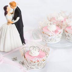 Deze I do cupcakes zijn perfect voor de mooiste dag in je leven! Maak de cupcakes met de cupcake mix van FunCakes en plaats er een prachtige wrapper om heen.