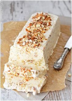 Almond Parfait Small Cuisine The post almond Parfait appeared first on Dessert Park. Brunch Recipes, Dessert Recipes, Drink Recipes, Dinner Recipes, Parfait Desserts, Bon Dessert, Frozen Desserts, Christmas Desserts, Christmas Baking