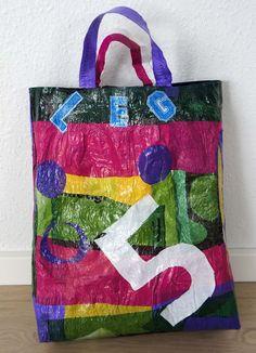 Sjov taske lavet af plastikposer