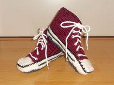 Lapsenlapselleni tein joululahjaksi tämä virkatut tennarit, koko noin 38, väri viininpunainen.  I made to my granddaughter these crocheted slippers for a Christmas present, size about 38, color wine red.