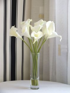 Artificial Flower Arrangement in Vase Quality ArtificialCala Lillies