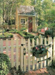 Beautiful ideas for small garden fence (26)