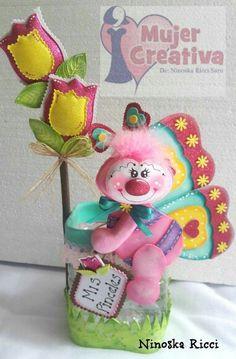 Borboleta em Goma Chevron Burlap Wreaths, Monogram Wreath, Foam Crafts, Diy And Crafts, Party Centerpieces, 4th Of July Wreath, Beautiful Flowers, Baby Shower, Dolls