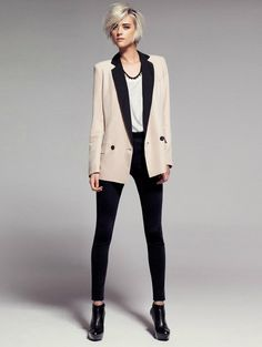 Tall women: with black skinny jeans, add a length blazer and black booties. Trousers Women, Fashion Moda, Fashion News, Blazers For Women, Pants For Women, Boyish Girl, Mango Clothing, Clothing Styles, Fashionable Outfits