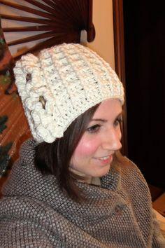 Berretto in lana ad uncinetto    Cappello 100% lana merino    Cuffia donna  realizzata a mano    Cappello lana con rouches    Berretto donna 5e5d48c96b47