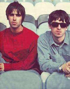 Liam and Noel, Oasis Liam Gallagher Oasis, Noel Gallagher, Oasis Live Forever, Oasis Band, Liam And Noel, Desert Oasis, Britpop, Wonderwall, Portraits