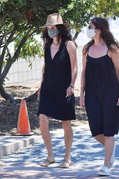 Courteney Cox wears a little black dress with big-toe sandals at the farmers' market on July 12. #courteneycox #streetstyle #summeroutfit #blackdresses Celebrity Shoes, Celebrity Style, Summer Outfits, Summer Dresses, Street Style Looks, Cozy Sweaters, Striped Knit, Long Sleeve Sweater