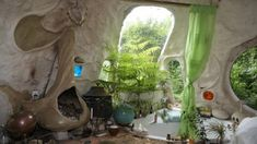 Moon to Moon: A sweet little cob home surrounded by trees Maison Earthship, Earthship Home, Casa Dos Hobbits, Cob House Plans, Fairytale House, Primitive Bedroom, Organic Architecture, Residential Architecture, Contemporary Architecture