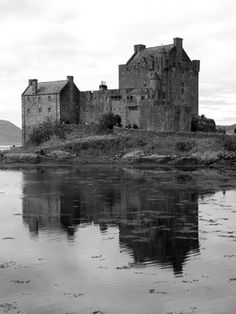 Eilian Donan Castle (Scotland)