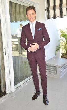 http://chicerman.com  themetropolitano:  Eddie Redmayne en Marsala el color Pantone de 2015  #menscasual
