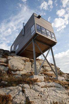 Kanadensiskt hus placerat i ett stup