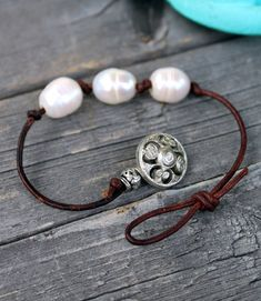 Leather Pearl Bracelet, Leather Jewelry, Wire Jewelry, Beaded Jewelry, Jewelry Bracelets, Jewelery, Ankle Bracelets, Knotted Bracelet, Silver Bracelets