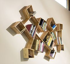 Modern interior design ideas that incorporate wooden boxes into functional and unpretentious decor are a great way to recycle wood and add a natural feel to your rooms Creative Bookshelves, Bookshelf Design, Bookcase Decorating, Modern Bookshelf, Decorating Ideas, Bookshelf Ideas, Wooden Furniture, Furniture Design, System Furniture