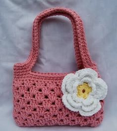 free crochet pattern strappy boutique bag...I love this simple bag! What a great share...thanks!!!