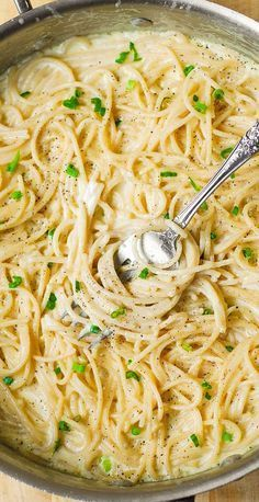 Homemade Creamy Four Cheese Garlic Spaghetti Sauce is the best white cheese Italian pasta sauce youâ? Use gluten free brown rice spaghetti pasta(Spaghetti Recipes Sauce) Garlic Spaghetti, Spaghetti Recipes, Cheese Spaghetti, Creamy Spaghetti, Homemade Spaghetti, Spaghetti Squash, Pasta Spaghetti, Homemade Sauces For Pasta, Simple Spaghetti Recipe