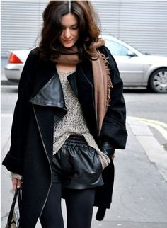Love the leather shorts, black jacket and tan scarf combo. Daily Fashion, Love Fashion, Runway Fashion, Girl Fashion, Womens Fashion, Leather Shorts Outfit, Shorts Tights, Outfits Otoño, Fashion Outfits
