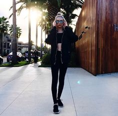(Amanda Steele) Hey I'm Linzee. I'm 19 and single. I'm a model and i like to party. I'm extremely shy and i have bad anxiety. I'm really sarcastic and don't take shit from anyone once you get to know me. Intro?