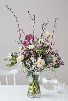Vasen passer også fint til store trendy buketter. Flower Arrangements, Glass Vase, Creative, Flowers, Inspiration, Vases, Bouquets, Home Decor, Fashion