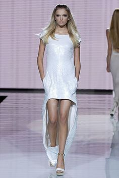 Versace Spring 2007 Ready-to-Wear Collection Photos - Vogue