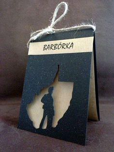 Dzień Górnika! Kartka wykonana z czarnego kartonu imitującego węgiel wraz z wyplotowanym w niej górnikiem! Bardzo fajny pomysł na prezent :) TopComicArt www.facebook.com/topcomicart