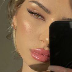 Makeup Eye Looks, Glowy Makeup, Natural Makeup Looks, Cute Makeup, Pretty Makeup, Makeup Goals, Makeup Inspo, Makeup Art, Makeup Inspiration