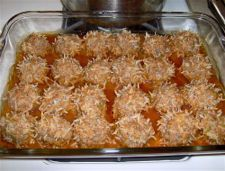 Porcupine Meatballs Porcupine Meatballs - A childhood favorite!Porcupine Meatballs - A childhood favorite! Meatball Bake, Meatball Recipes, Meat Recipes, Cooking Recipes, Recipies, Goulash Recipes, Cooking Dishes, Meatloaf Recipes, Yummy Recipes