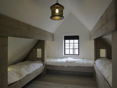 Loft room - 43 The Best And Unique Tiny House Design Ideas with Two Beds – Loft room Bunk Rooms, Attic Bedrooms, Bedroom Windows, Bunk Beds, Sloped Ceiling Bedroom, Loft Beds, Master Bedrooms, Attic Loft, Loft Room