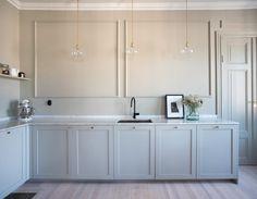 Stilrent kök med luckor i profil 1. #pickyliving #kök #ikea #pax #metod #faktum #malm #ncs #kitchen #köksinspiration #köksinspo #decor #interior #interiör #interiorinspiration #inredning #marmor #marble #biancocarrara #nordic #design #interiordesign #scandinavian #bbsweden #dot #mässing #brass #scandinaviandesign