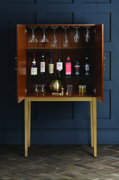 10 Of The Best Drinks Trolleys & Cabinets To Get Your Party Started - Living room furtiture - Modern Drinks Cabinet, Italian Drinks, Champagne Drinks, Cocktails, Drinks Trolley, Home Trends, My Furniture, Mid Century Style, Interior S