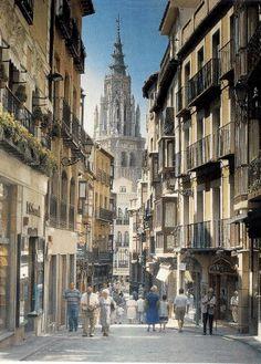 Calle del Comercio, conocida por los toledanos como la Calle Ancha. Toledo