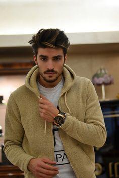 Un accesorio lujoso como un reloj...siempre te dará estilo. http://www.linio.com.mx/ropa-calzado-y-accesorios/?utm_source=pinterest_medium=socialmedia_campaign=18012013.caballerodoradovisible