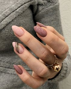 Classic And Beautiful Almond Nails Suitable For Both Spring And Summer - Page 2 of 8 - Vida Joven designs for short nails New Year's Nails, Pink Nails, Hair And Nails, Color Nails, Pastel Nails, Cute Acrylic Nails, Cute Nails, Pretty Nails, New Years Nail Art