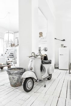 When you live in Italy. you must have your own Vespa😜 Mine is Vespa 50 N And no, it's not white(! Vespa 50, Vespa Scooters, Vespa Shop, Interior Exterior, Home Interior, Vespa Vintage, Living In Italy, White Houses, Interiores Design