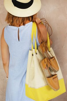 капсульный гардероб в отпуск Packing Light, Capsule Wardrobe, Bucket Bag, Tote Bag, Beauty, Shoes, Dresses, Travelling, Articles