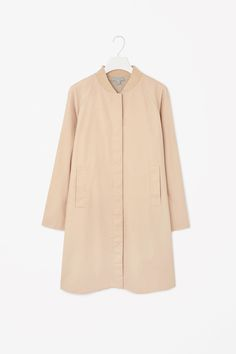 Camel beige coat with ribbed neckline COS summer 2015 #springtype #lentetype