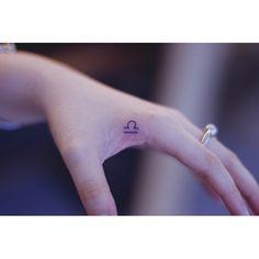 «독특한위치에 독특한기호* . . #tattoo #tattoos #designtattoo #girltattoo #linetattoo #seoeontattoo #tattooseoeon #tattooistseoeon #tattooist #handtattoo #minitattoo…»